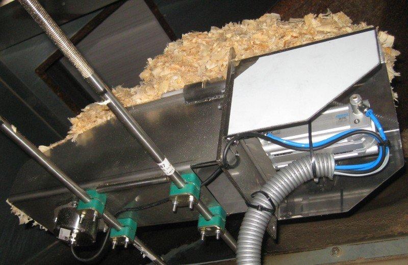 Příklad použití: Stanovení vlhkosti štěpky, pilin a hoblin ve skluzu (s kompresorovou jednotkou SFM1_HACK).