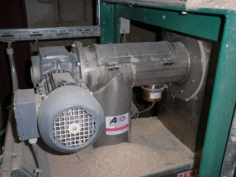 Příklad použití: Online stanovení vlhkosti pilin pomocí šnekové kompresorové jednotky SFM4